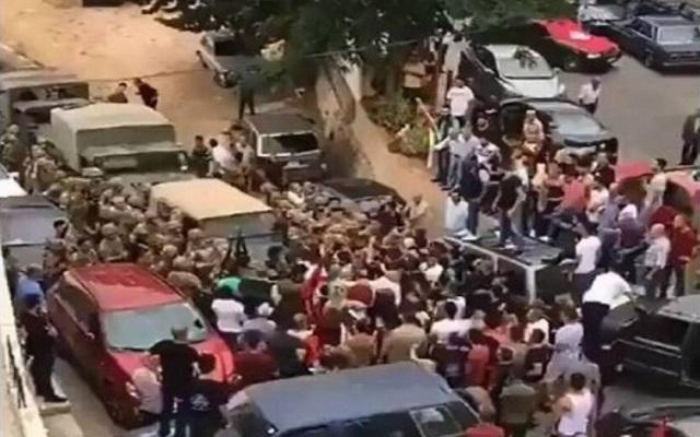 أجواء الحرب الأهلية والتي كانت في الثمانينات تخيم على لبنان