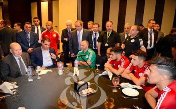 بن صالح يزور بعثة المنتخب الوطني بمقر إقامتها بالقاهرة عشية النهائي