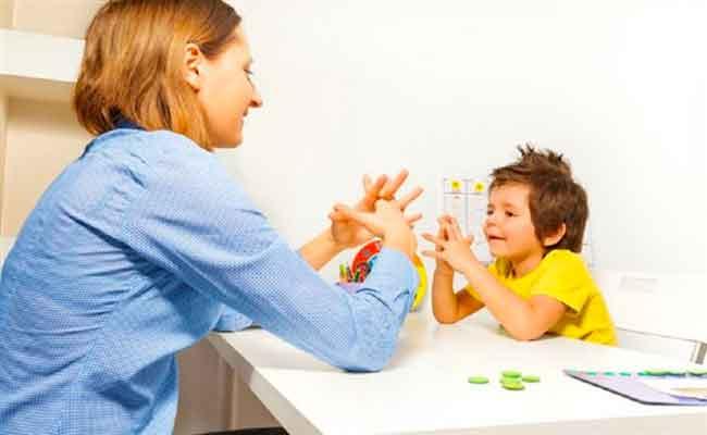هكذا تكون الحالة النفسية للطفل التوحّدي وسلوكياته...
