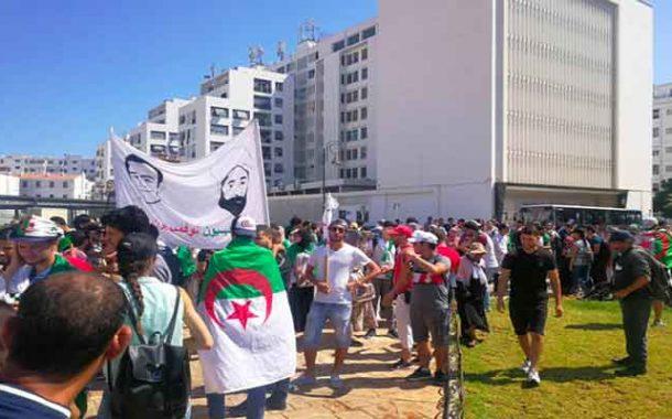 الحراك الشعبي : الطلبة يواصلون مسيراتهم المطالبة برحيل النظام