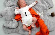 كيف ينمو ويتطوّر الطفل في شهره الأوّل...؟
