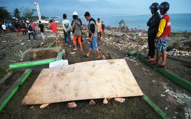 فرار المئات عقب تحذير من تسونامي بعد زلزال بإندونيسيا