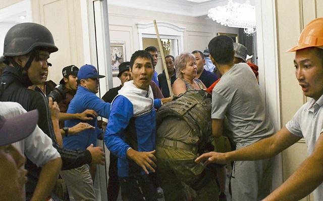 اعتقال رئيس قرغيزستان السابق بعد محاولة فاشلة لاحتجازه