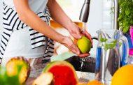 هذه هي خطوات تنظيف الخضروات والفواكه من مبيدات الحشرات...