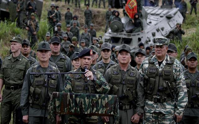 على الحدود مع كولومبيا فنزويلا تنشر 150 ألف جندي