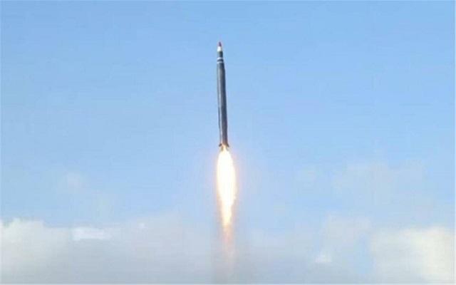الحوثيون يقصفون مطار نجران بصواريخ باليستية...