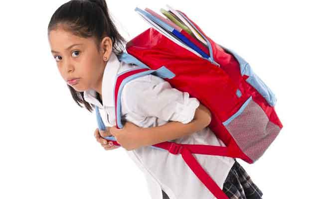 كيف تؤثر الحقيبة المدرسية على ظهر الطفل...؟