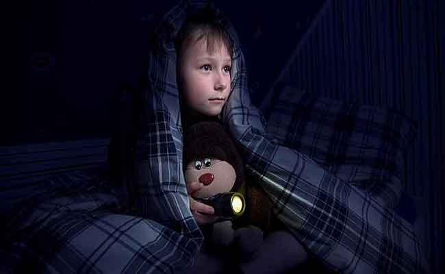 لا تقلقوا... فهناك حلولاً لفوبيا الظلام عند طفلكم...!