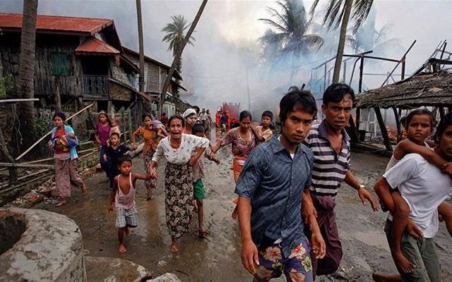 نقل آلاف اللاجئين من مسلمي الروهينغا إلى جزيرة معرضة للفيضانات