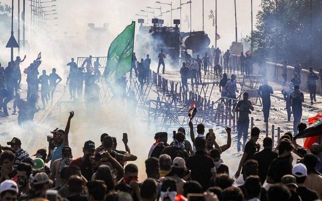قمع قوات الأمن لتظاهرة في بغداد يسفر عن قتيل و200 جريح