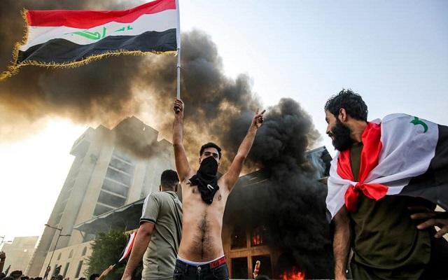 بالرغم من إطلاق الأمن الرصاص وقنابل المسيلة للدموع اتساع رقعة الاحتجاجات بالعراق