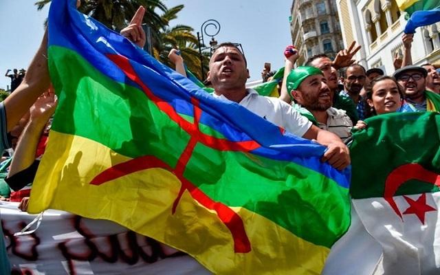 إخوة كمال البوشي أمام قاضي التحقيق والتماس عامين حبس في حق حاملي الراية الأمازيغية