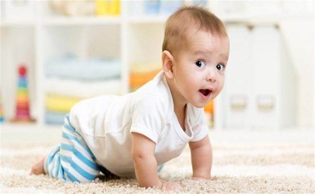 تأخر الحبو عند الطفل... هل يدعو للقلق...؟
