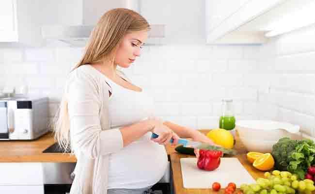 إبتعدي عن هذه العادات والأطعمة في بداية الحمل...