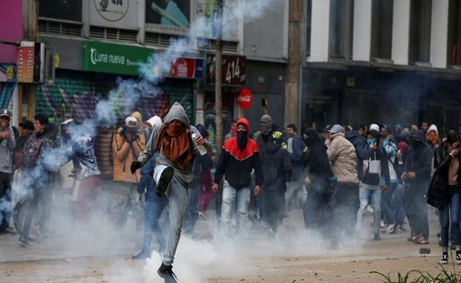 مقتل 3 من الشرطة بتفجير شاحنة مفخخة في كولومبيا