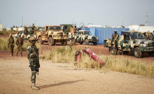 ماكرون يعلن قتل 33 إرهابيا في مالي