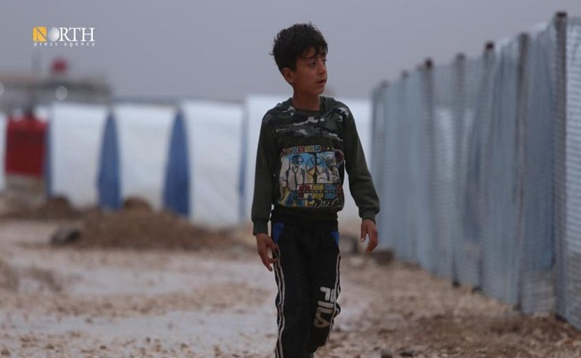 نزوح مئات الألاف من المدنيين هربا من قصف مليشيات بشار