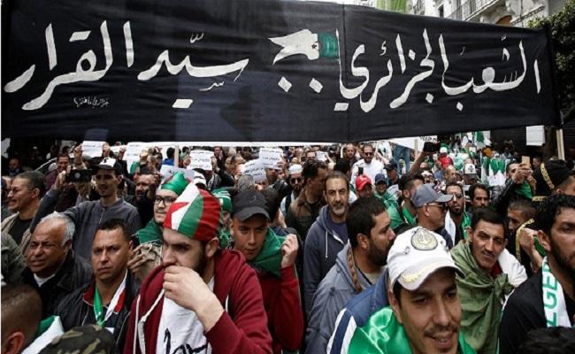 نظام الجنرالات يريد تغطية شمس المظاهرات بغربال الصراع الليبي
