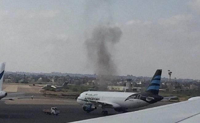 توقف العمل بمطار معيتيقة بطرابلس بسبب القصف