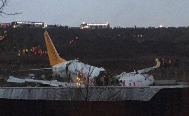 انشطار طائرة بعد خروجها عن المدرج في تركيا