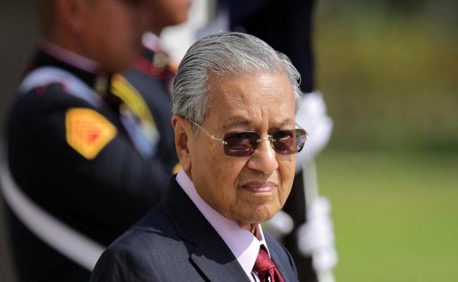 الخيانة هي السبب في تقديم مهاتير محمد الاستقالة