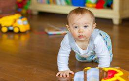 عندما يعجز الطفل عن الجلوس في عمر الـ8 شهور...هل من داعٍ للقلق...؟