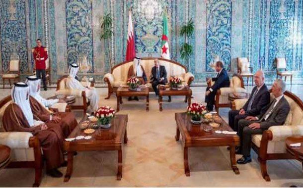 تبون يجري محادثات مع نظيره القطري الذي حل في زيارة رسمية للجزائر
