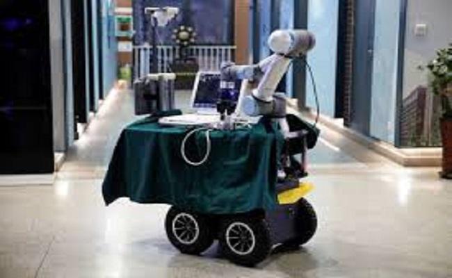 روبوت يساعد في إنقاذ أرواح العاملين في الصحة...