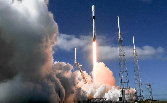 المستقبل القادم سبيس إكس تطلق 60 قمرًا صناعيًا جديدًا للإنترنت
