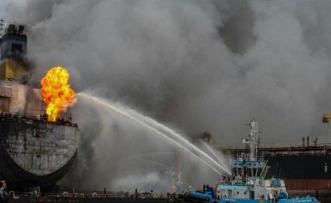 إصابة عشرات في حريق ناقلة نفط إندونيسية