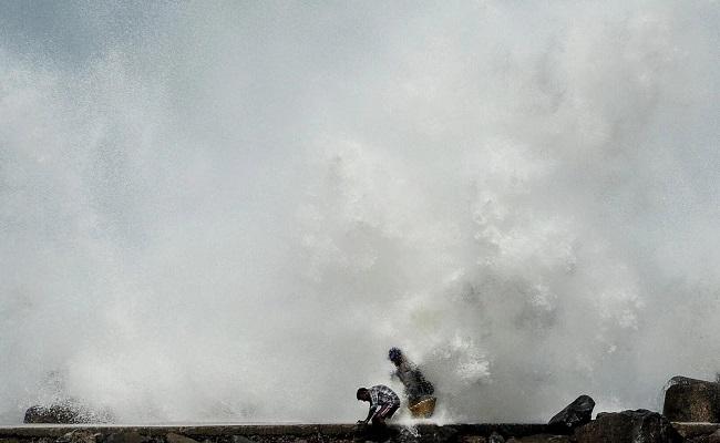 مع اقتراب الإعصار المدمر أمبان إجلاء مليوني شخص في الهند وبنغلادش