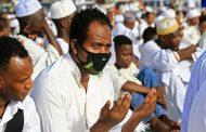 في الخرطوم المئات يخرقون الحظر لأداء صلاة العيد