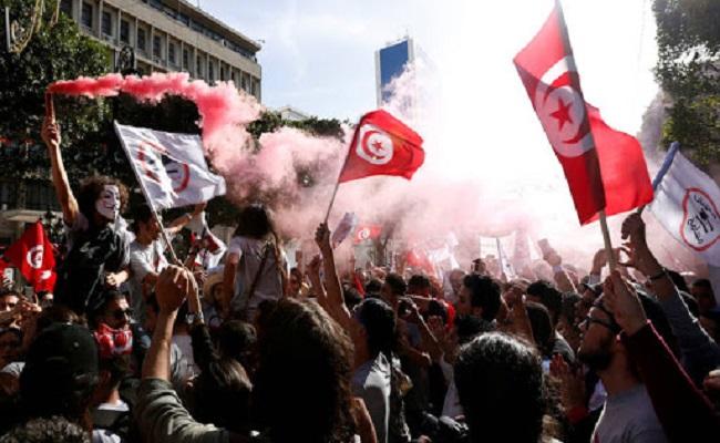 مواجهات بين الشرطة والمتظاهرين في تونس