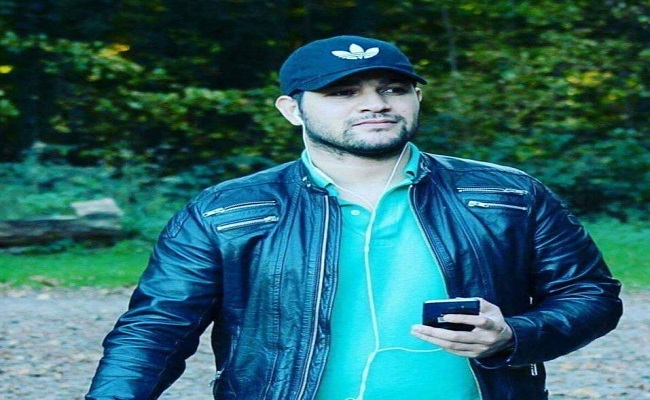 Amir dz الحراق الذي هز عرش الجنرالات حتى أنهم منحوا فرنسا خيرات البلاد من أجل اعتقاله