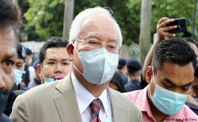الحكم على رئيس وزراء ماليزيا بالسجن 12 عاما وغرامة 50 مليون دولار