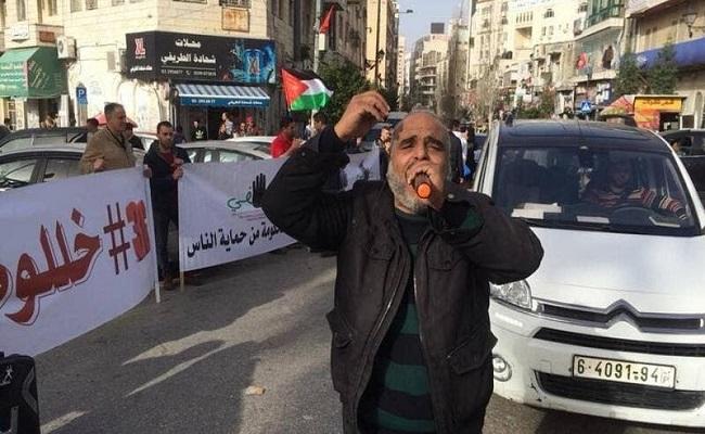 بسبب كورونا الحكومة الفلسطينية ستصرف نصف الراتب فقط لموظفيها