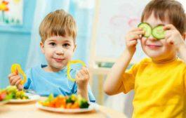 هل يجب اجبار الطفل على تناول الاطعمة الصحية او هناك طرقاً بديلة...؟