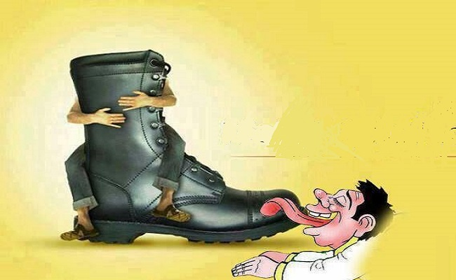 بالجزائر دستور على مقاس أحذية الجنرالات وشعب يريد التغيير عبر الكلام والصور