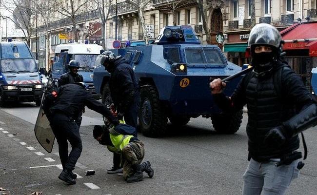 إصابة شرطيان بالرصاص في باريس وسرقة أسلحتهما
