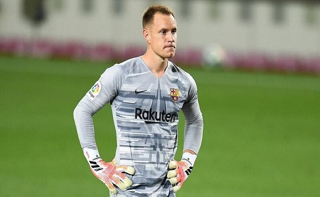 برشلونة يقترب من تجديد عقد حارسه...
