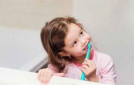 إرشادات مهمة عند اختيار فرشاة الأسنان لطفلكِ!...