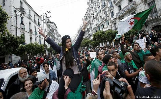 على الشعب الجزائري العودة للمظاهرات بقوة لإيقاظ الجنرال شنقريحة من أحلام العظمة والقوة