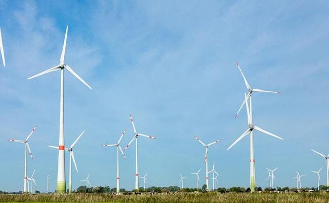طاقة الرياح تزود بريطانيا بأكثر من نصف حاجتها للكهرباء...