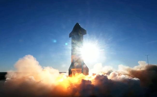 صاروخ ستارشيب من سبيس إكس يسجل رقماً قياسياً في التحليق التجريبي...