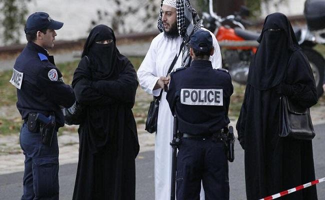 دعوات لماكرون لوقف اضطهاد المسلمين