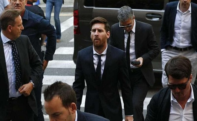 هل يبقى ميسي في برشلونة...