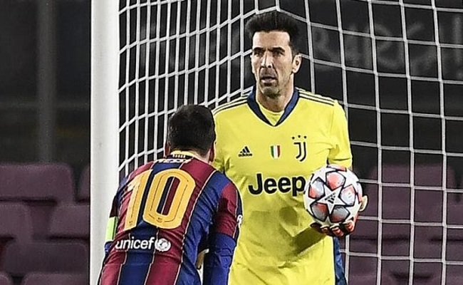 بسبب ميسي بوفون يطالب فيفا بتغيير قواعد كرة القدم...