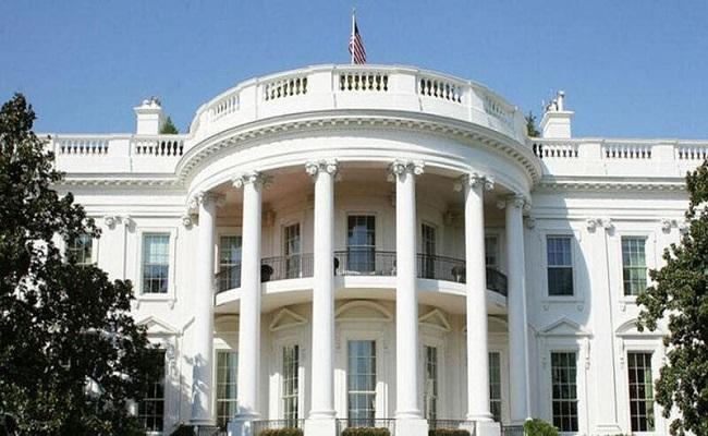 طرد كبير موظفي البيت الأبيض