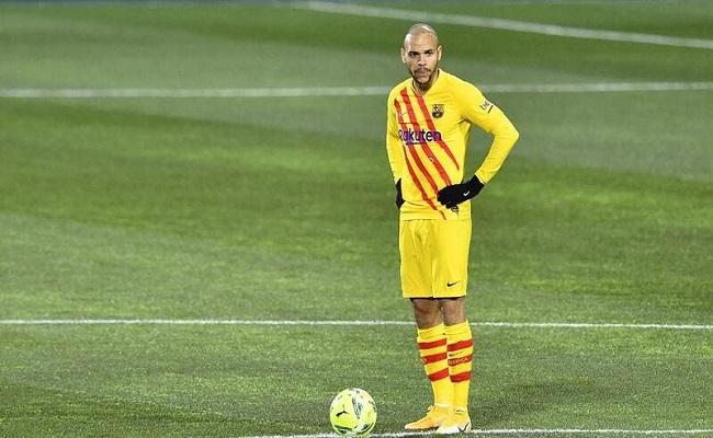 لن أغادر برشلونة...