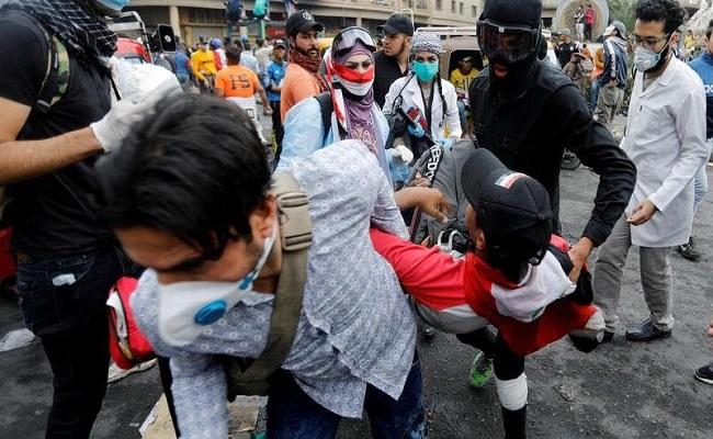 الأمن العراقي يسحل طالب في الشارع